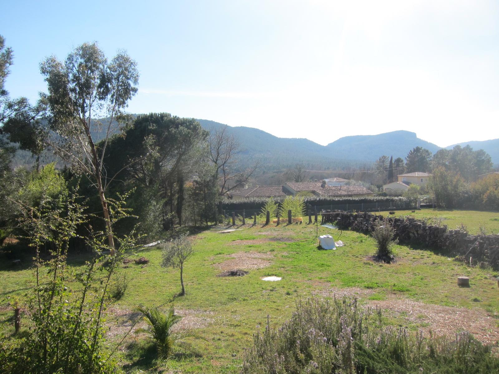Bagnols en foret, terrain 2000 m² plat